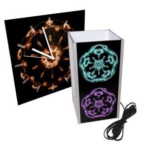 Uhren und Lampen